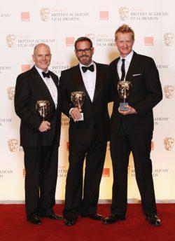 Nhà Thiết Kế Sản Xuất Guy Hendrix Dyas ngoài cùng bên phải, nhận giải về nhà thiết kế sản xuất tại BAFTA